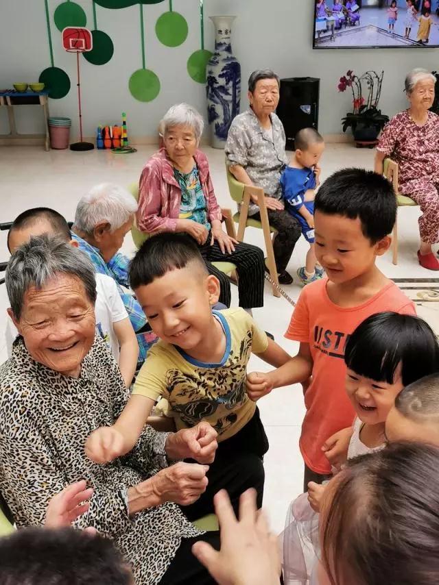 """""""幼儿园+养老院""""落地,据说充满充了满欢声笑语"""